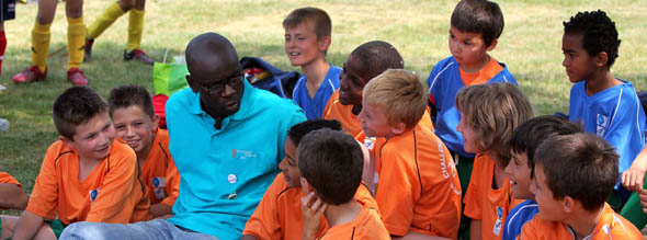 lilian_thuram_faire_un_don